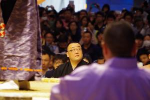 2015年4月26日、大相撲超会議場所にて勝負審判を務める音羽山親方(管理人撮影)
