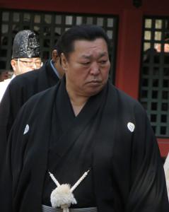 住吉大社での奉納相撲に出席した北の湖理事長(2013年3月2日) By Ogiyoshisan (Own work) [GFDL or CC BY-SA 3.0], via Wikimedia Commons